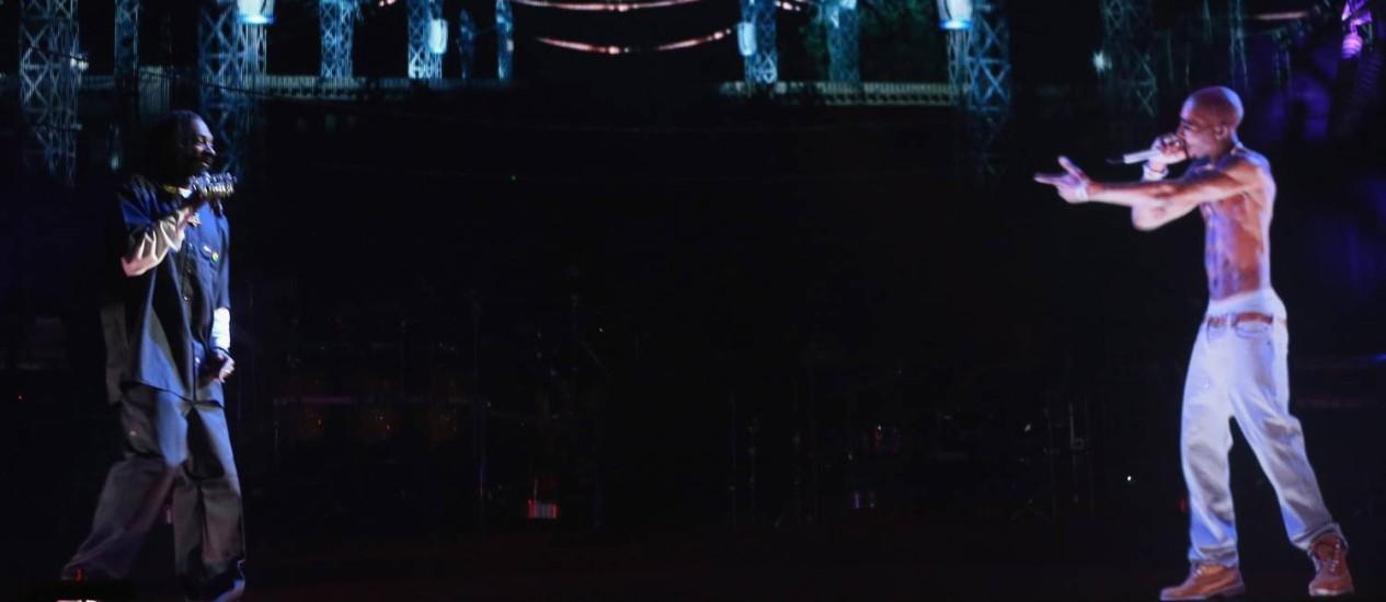 Holograma do cantor Tupac Shakur, exibido no festival Coachella 2012, durante show do rapper Snoop Dogg Foto: Divulgação
