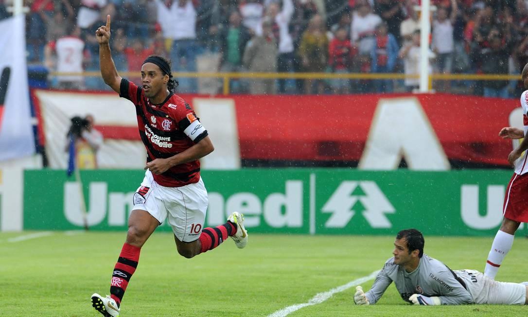 Ronaldinho comemora gol sobre o Internacional na penúltima rodada do Brasileiro Foto: Divulgação Fla Imagem
