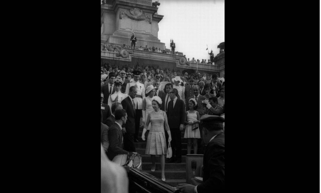 Em São Paulo, a rainha Elizabeth II visita o Museu do Ipiranga (foto). Em Salvador, o Mercado Modelo organizou uma homenagem. Agência O Globo/6-11-1968