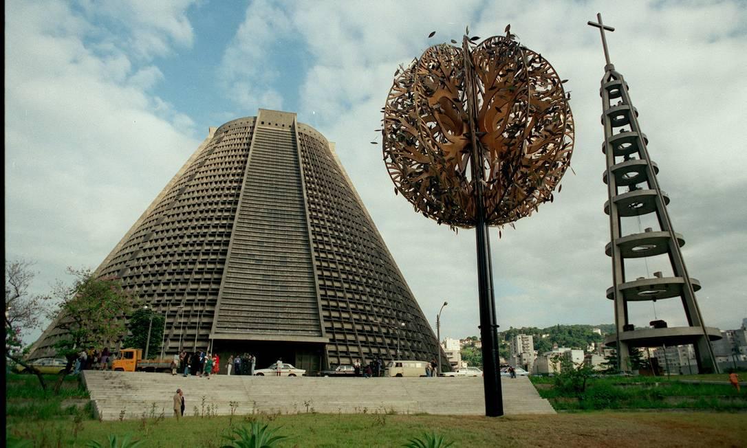 Árvore da vida na Avenida Chile, durante a Conferência da ONU sobre Desenvolvimento e Meio Ambiente Foto: Carlos Ivan / 03/06/1992