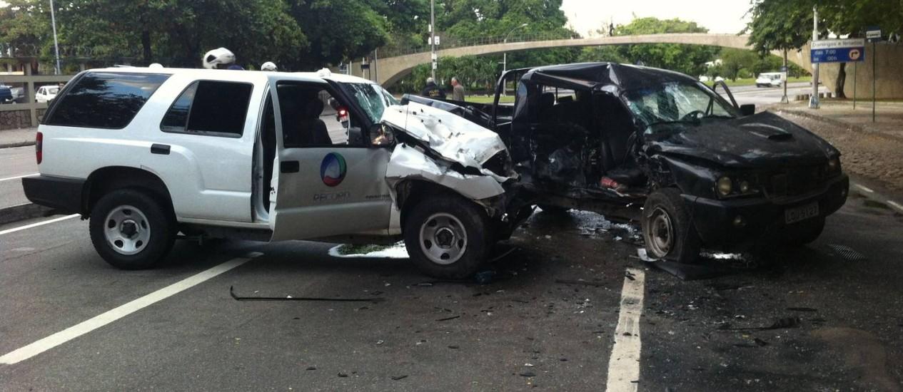 Mais cedo, carro de reportagem da Record se envolveu em acidente próximo ao aeroporto Santos Dumont Foto: Foto do leitor Thiago W / Eu-Repórter