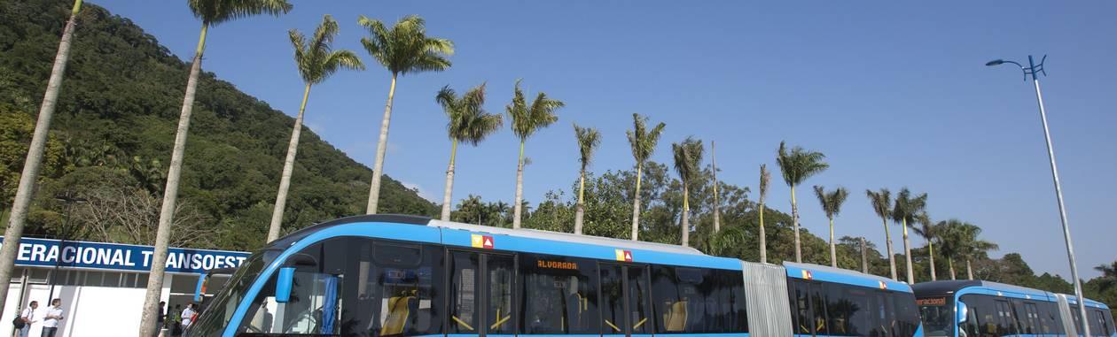 Ônibus do BRT Transoeste Foto: Rafael Andrade / O Globo
