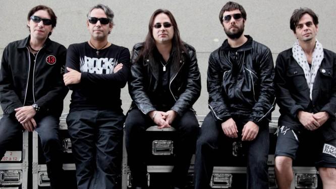 Viper contará novamente com o cantor André Matos (ao centro) na turnê comemorativa dos 25 anos de seu primeiro disco Foto: Divulgação / Nando Machado
