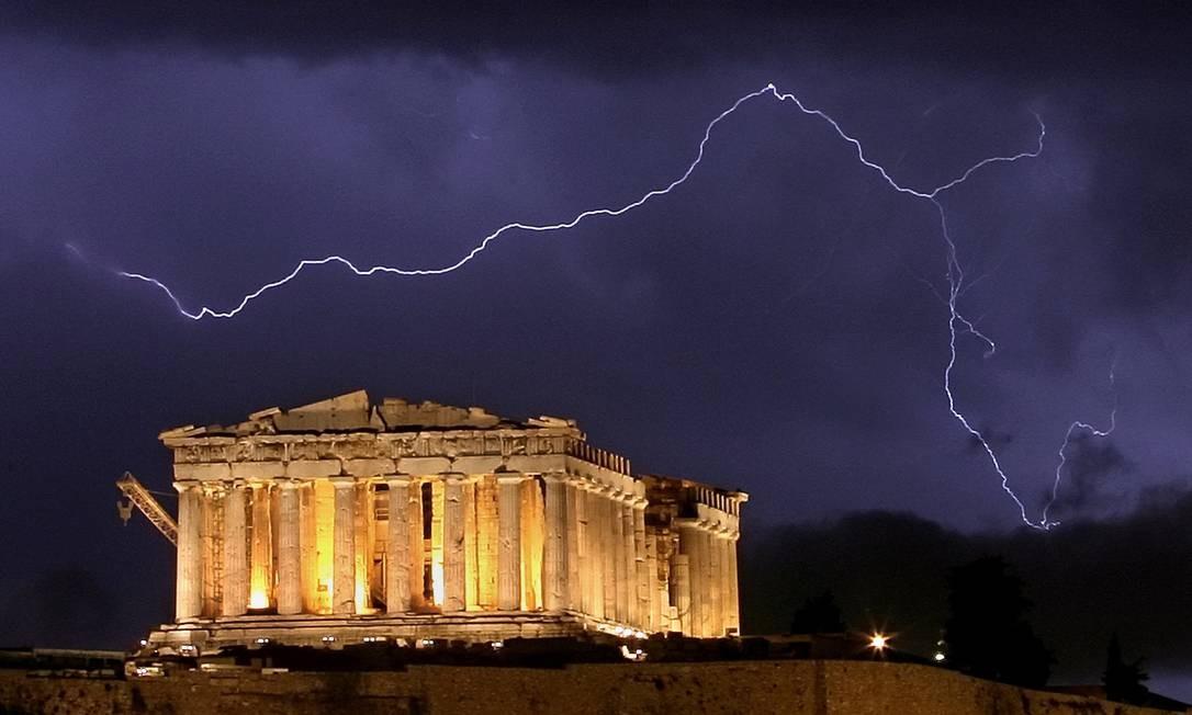 Partenon, o mais célebre monumento da colina da Acrópole: visitas terminando às 15h por falta de guardas Foto: AFP