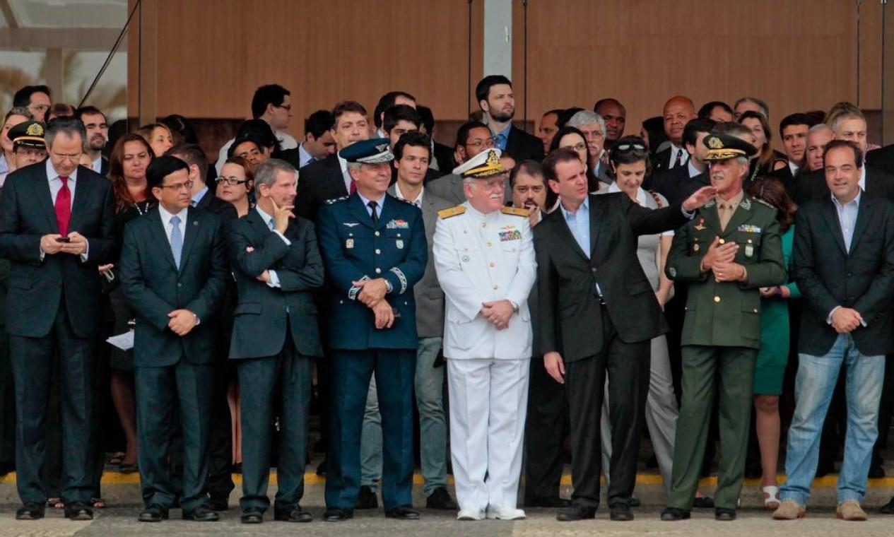 Autoridades da ONU, das Forças Armadas Brasileiras e do governo participam da cerimônia no Riocentro Foto: Pedro Kirilos / O Globo