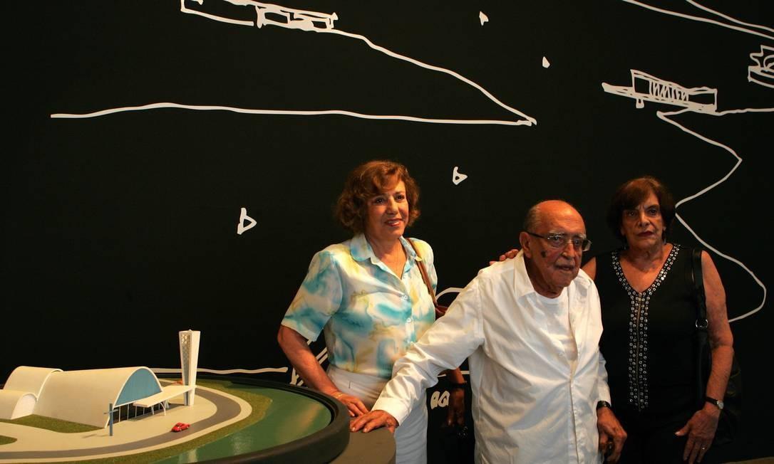 Anna Maria Niemeyer ao lado do pai, Oscar Niemeyer, em foto de 2007 Foto: Marco Antônio Teixeira