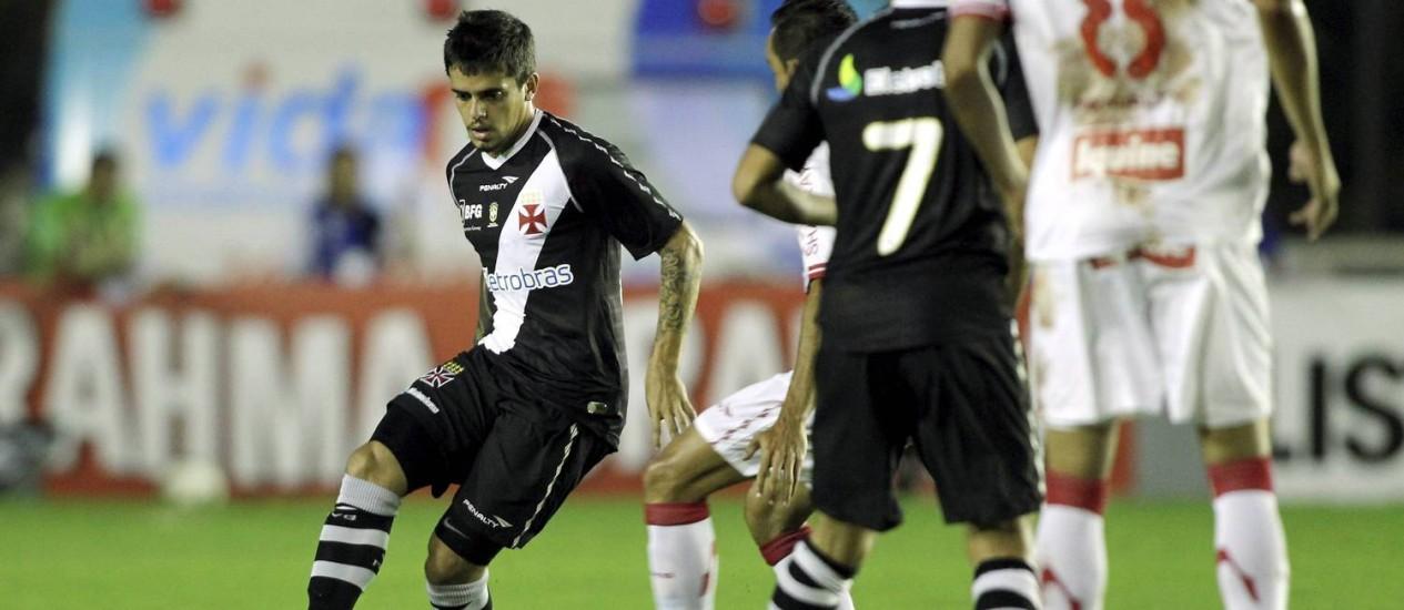 Fágner marcou o gol da vitória do Vasco no Morumbi Foto: Marcelo Theobald/Arquivo / Extra