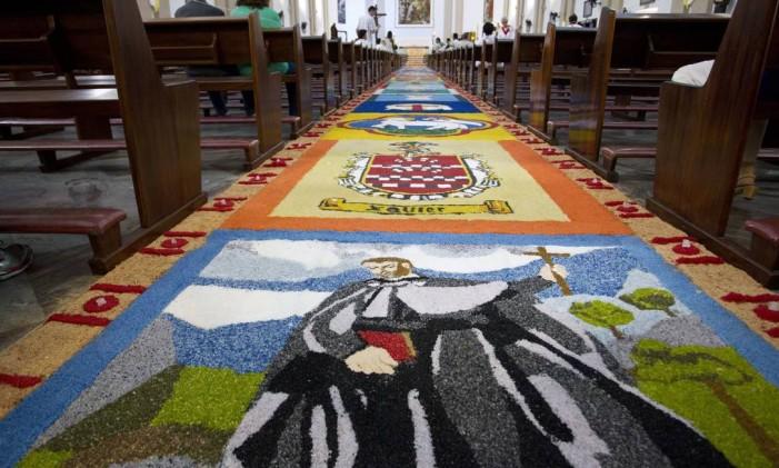 Painéis montados na Igreja São Francisco Xavier Foto: Márcia Foletto / O Globo