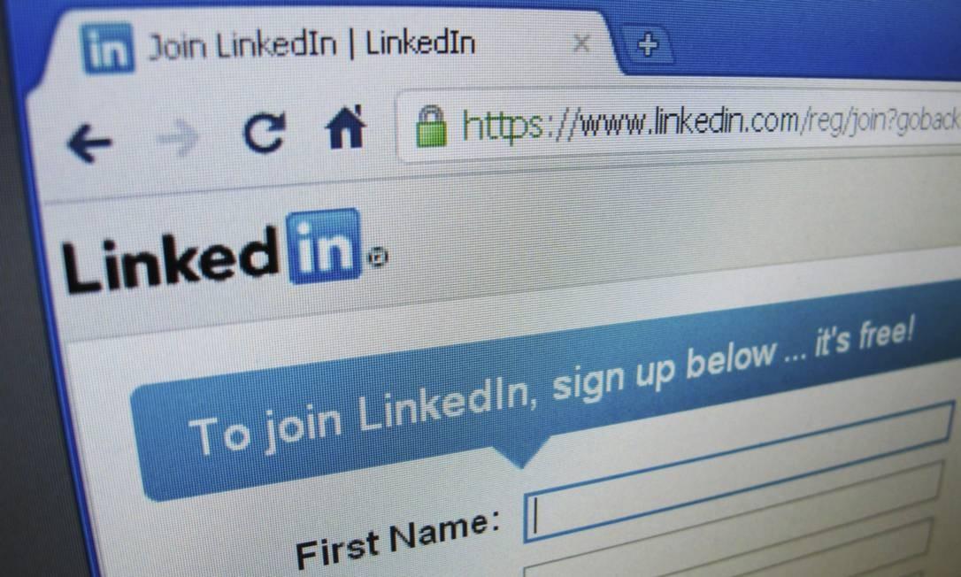 Site do Linkedin mostra conexão com https, padrão de acesso seguro na web Foto: Reuters