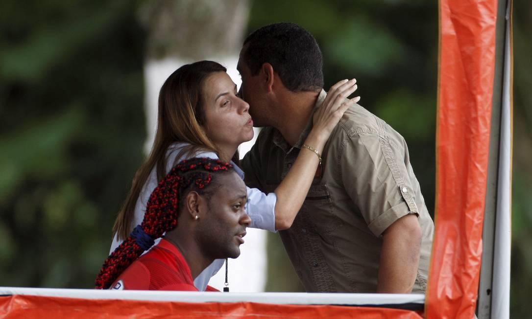 Patrícia Amorim, Zinho e Vágner Love em treino do Fla: Presidente pediu força-tarefa para localizar prova contra Ronaldinho Foto: Marcos Tristão / O Globo