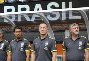 Mano Menezes já tem praticamente o time olímpico definido Foto: Bill Kostroun / AP