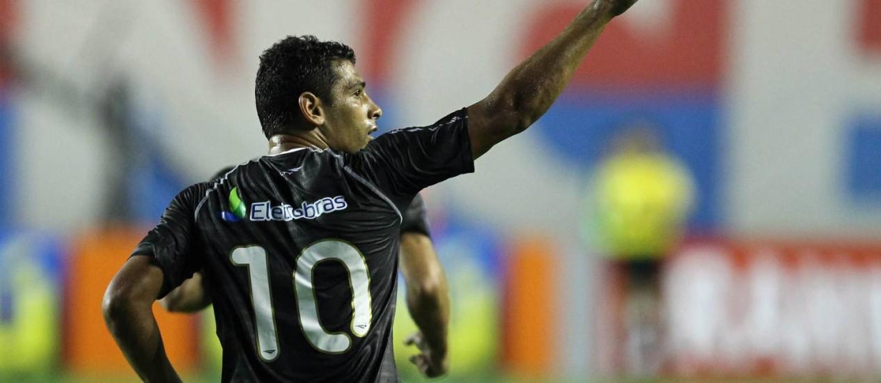 Diego Souza festeja o golaço que marcou sobre o Bahia Foto: Marcelo Sadio / Agif
