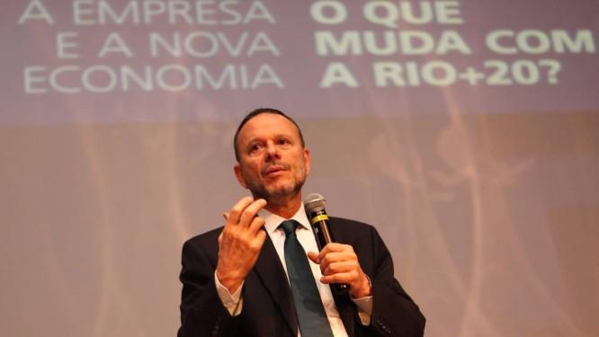Luciano Coutinho, presidente do BNDES, defendeu novos padrões de eficiência de motores e incentivo a motores elétricos deveriam ser prioridade Foto: Manoel Marques / Divulgação