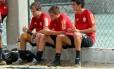 Thomaz, Adryan e Matheus treinaram com o time principal na Gávea nesta terça