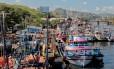 Congestionamento de embarcações em ponto de desembarque de pescado da Ilha da Conceição