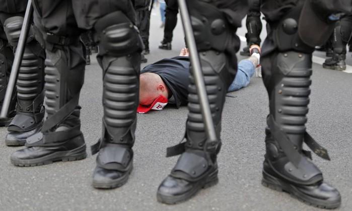 Torcedor polonês é detido antes do jogo em Varsóvia AP