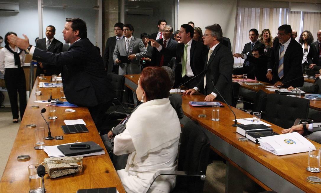 Tucanos se revoltam contra Odair Cunha quando o relator pede quebra de sigilo de Marconi Perillo Foto: O Globo / André Coelho