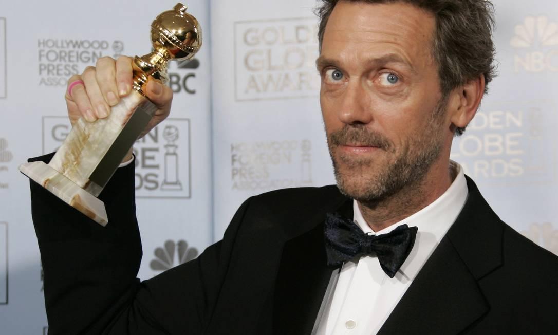Hugh Laurie comemora seu segundo Globo de Ouro pela série 'House', em 2007 Foto: Kevork Djansezian / AP Photo