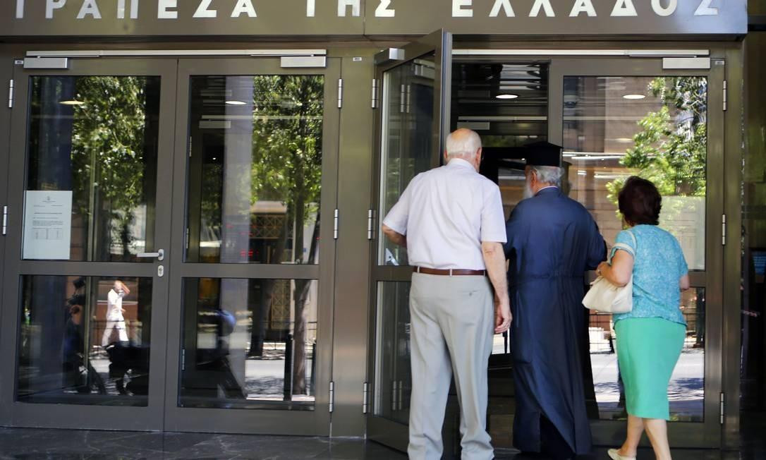 Eleições marcadas para domingo na Grécia provocaram corrida a bancos do país Foto: YANNIS BEHRAKIS / REUTERS
