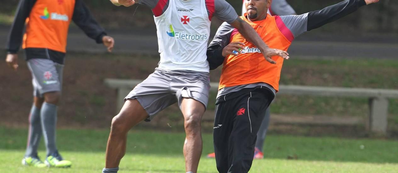 Dedé vai voltar ao time do Vasco contra o Palmeiras Foto: Jorge William / O Globo