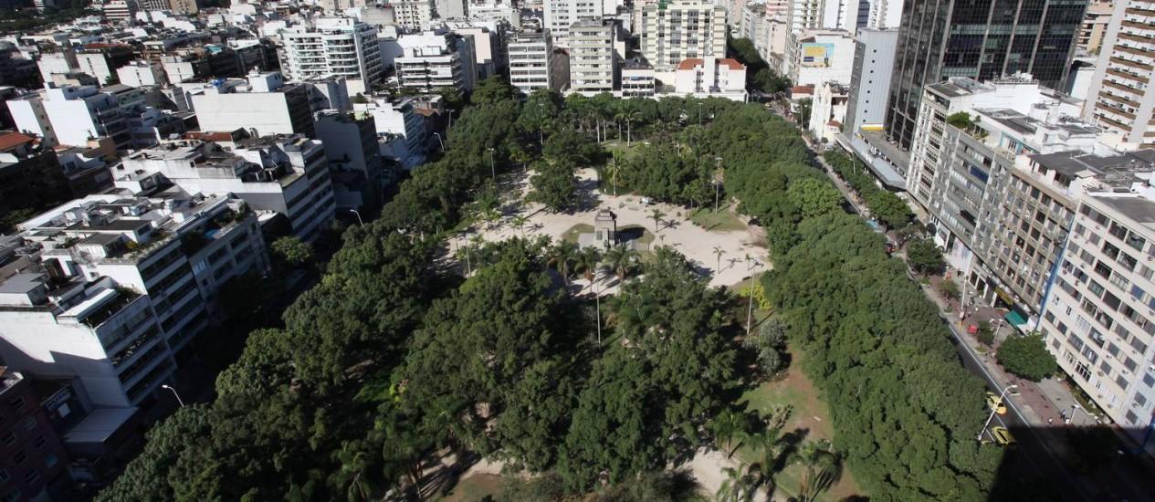 A Praça Nossa Senhora da Paz: grupo não quer estação do metrô Foto: Simone Marinho/2-5-2012 / O Globo