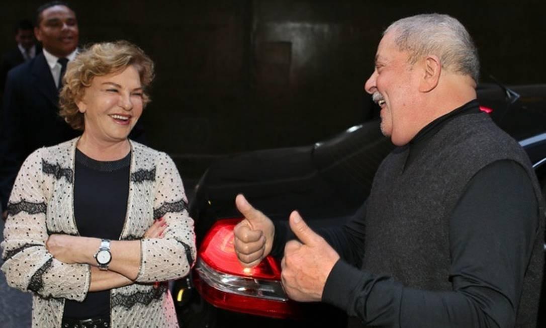 CÂNCER - O ex-presidente Lula e sua esposa, dona Marisa Letícia, ao receberem em 2012 a notícia de que não havia mais vestígios de câncer na laringe Foto: Instituto Lula / Divulgação
