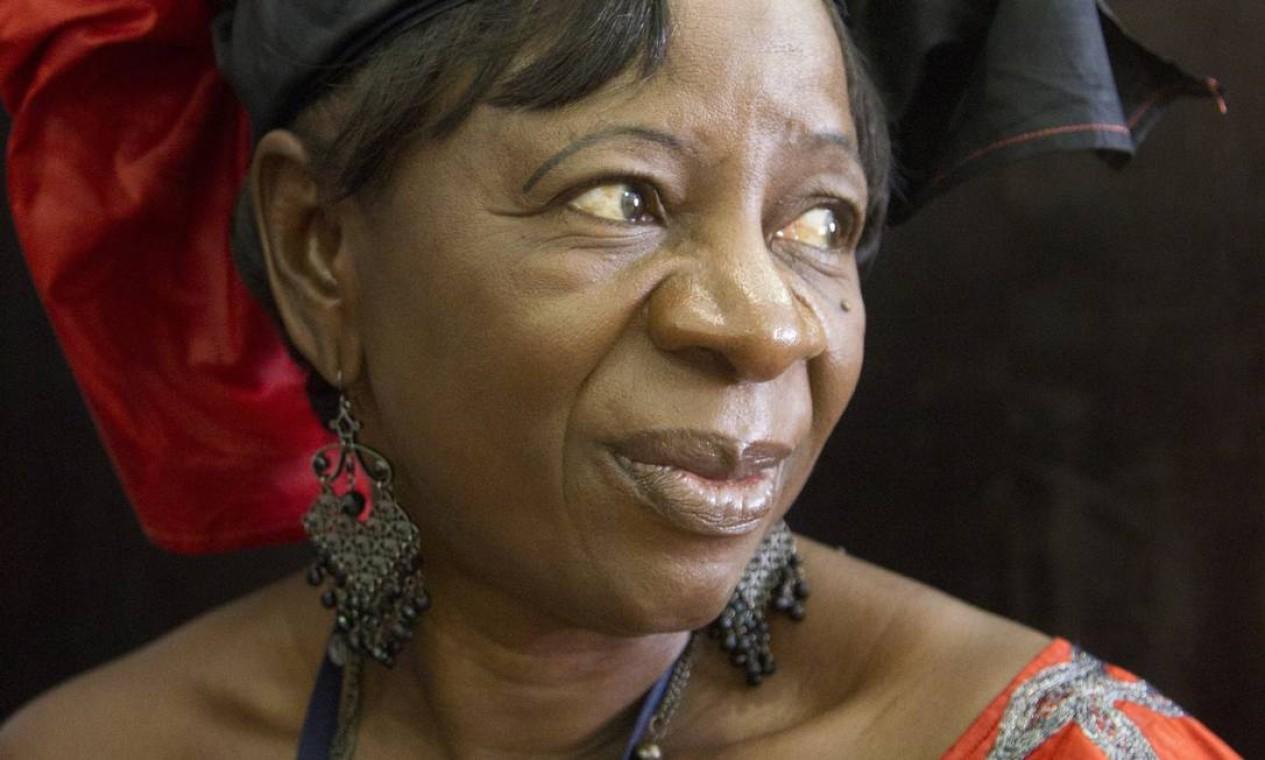 Rosaline Menga, de Camarões, caprichou nas cores da indumentária regional Foto: Márcia Foletto / Agência O Globo