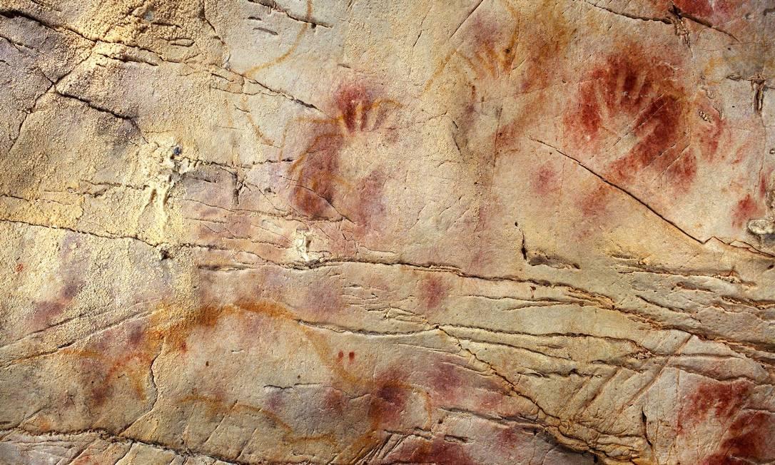 Marcas de mãos encontradas na caverna de El Castillo, no Norte da Espanha Foto: AFP