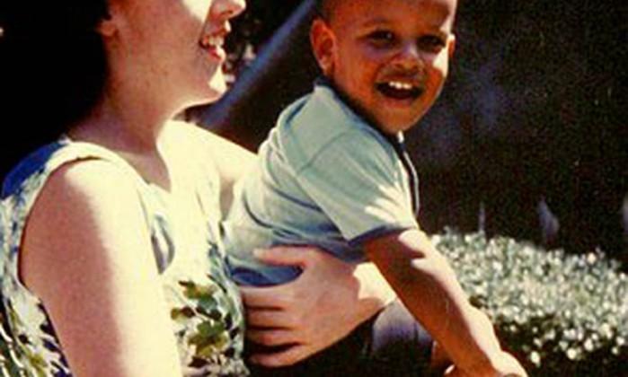 Obama e a mãe Ann, em Honolulu, onde o presidente nasceu AP