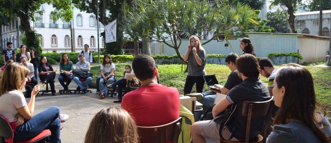 Alunos discutem propostas de mobilização alternativas à greve no campus da Praia Vermelha da UFRJ Foto: Divulgação