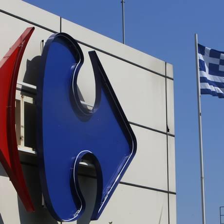 Varejistas, como o Carrefour, lutam contra a queda na demanda nos países mais endividados da Europa Foto: JOHN KOLESIDIS / REUTERS