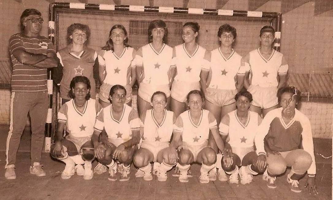 A PRIMEIRA equipe de handebol feminino do Clube Mauá foi montada em 1982 Foto: Divulgação/Clube Mauá