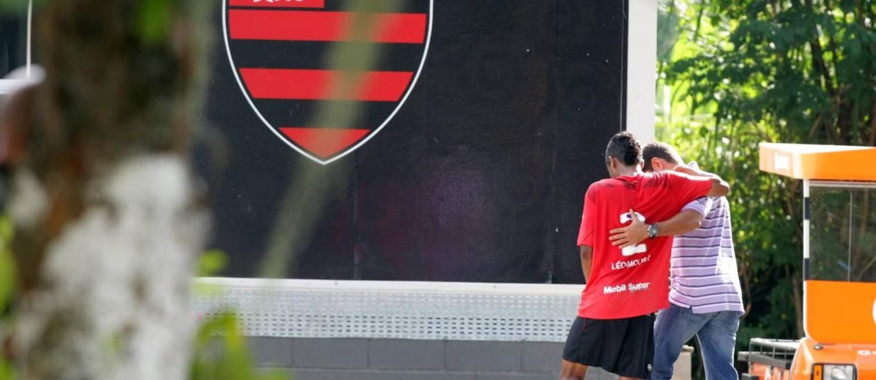 Com dores na coxa, Léo Moura não encara o Atlético-MG Foto: Thiago Lontra / Extra/Arquivo