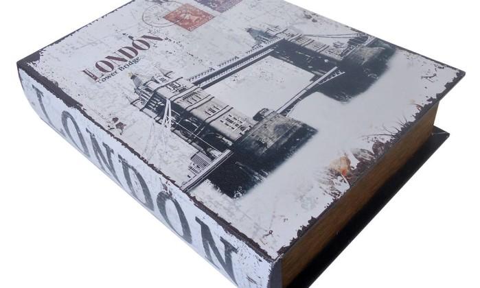 Caixa tipo livro, com 35 x 25cm (R$ 130), na Rosa Kochen Divulgação