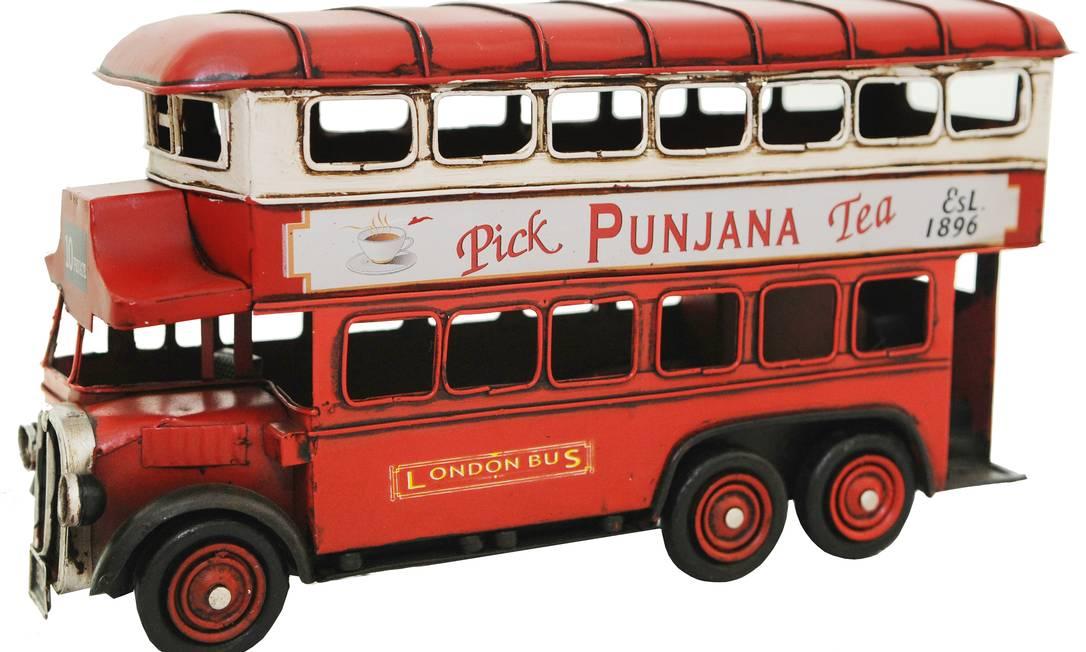 Miniatura de ônibus London (R$ 320), de ferro, da Rosa Kochen Divulgação