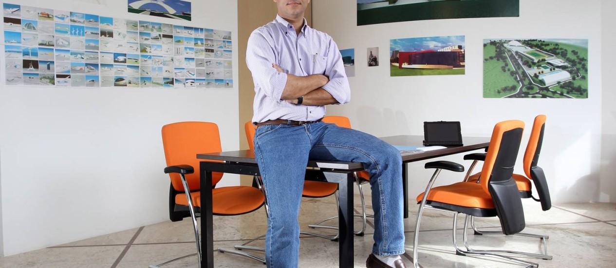 O arquiteto Paulo Sérgio Niemeyer, que criou um projeto de urbanismo sustentável para Duque de Caxias, o primeiro do gênero no país Foto: Carlos Ivan / O Globo