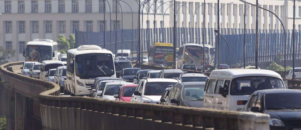 Engarrafamento na Avenida Perimetral. Trânsito é vilão Foto: Márcia Foletto / Agência O Globo