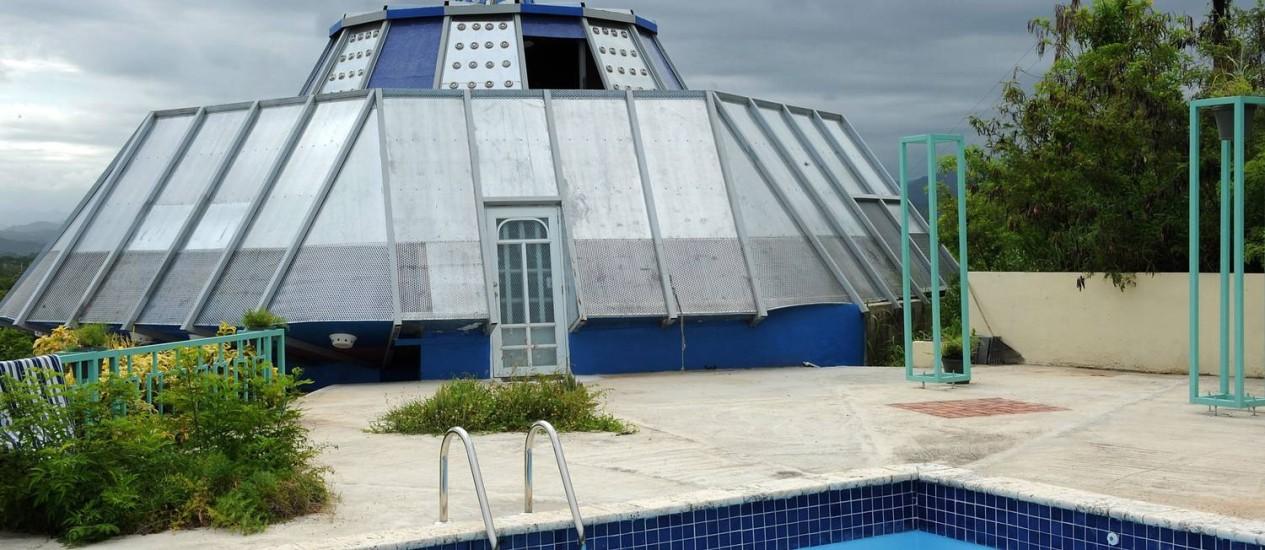 Morador do município de Juana Diaz, em Porto Rico, construiu casa em formato de disco voador Foto: Tony Zayas/Jornal El Nuévo Día
