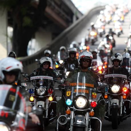 Motocicletas militares fazem percurso entre São Cristóvão e Lagoa Rodrigo de Freitas: motos vão fazer escolta das comitivas da Rio +20 Foto: O Globo / Angelo Antônio Duarte