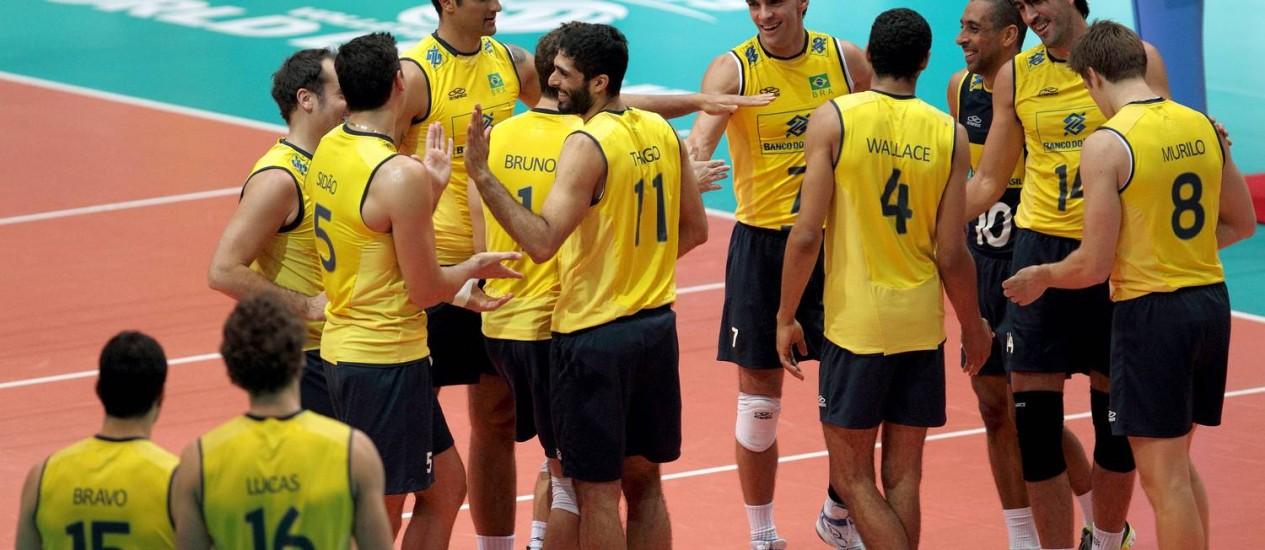 Seleção tenta conversar para se acertar, mas de nada adianta Foto: CBV / Divulgação