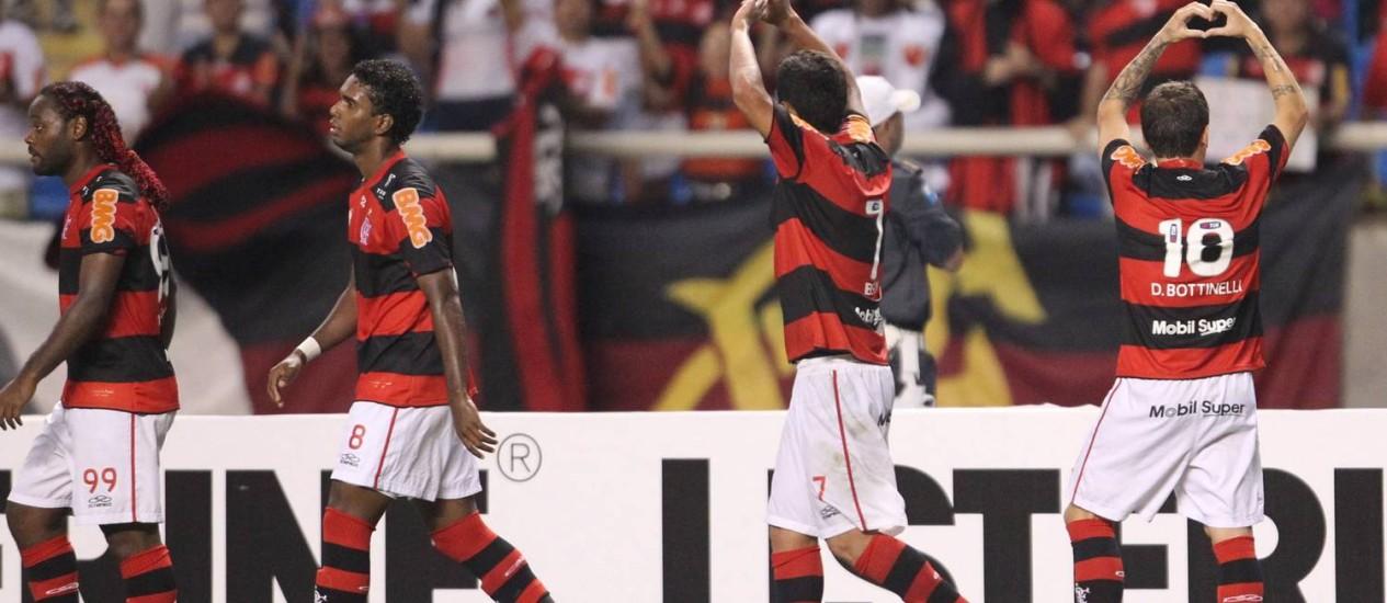 Bottinelli comemora o gol da vitória do Flamengo sobre o Santos Foto: Jorge William