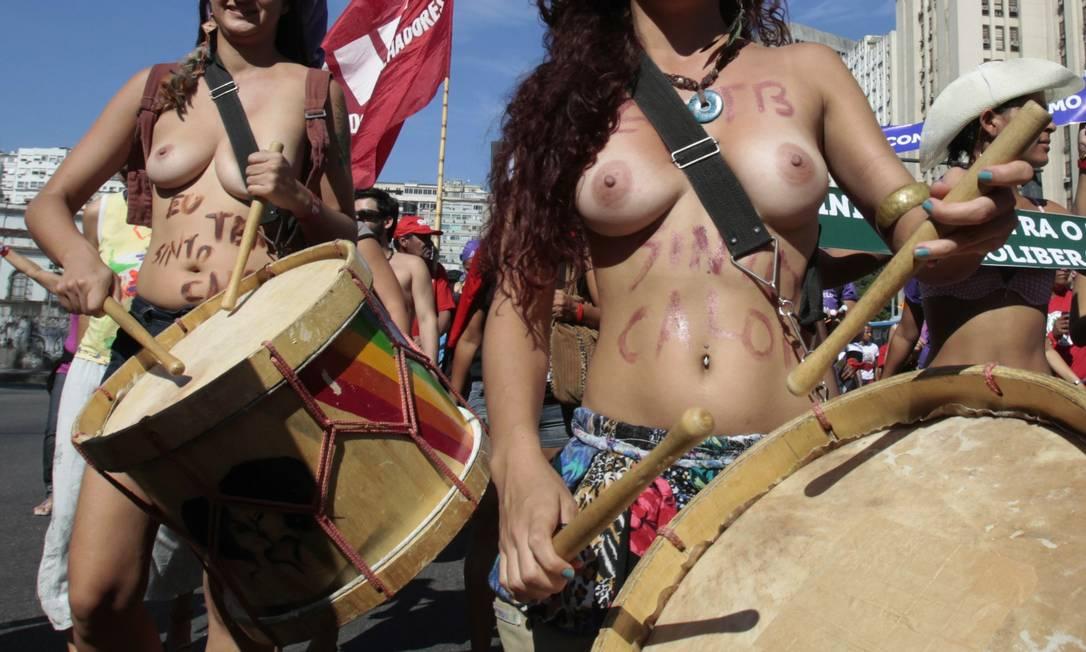 Sob sol forte, mulheres protestam contra economia verde e probição do aborto Sergio Moraes / Reuters