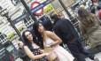 Rihanna e Katy Perry juntas em Londres? Calma, são apenas sósias das cantoras