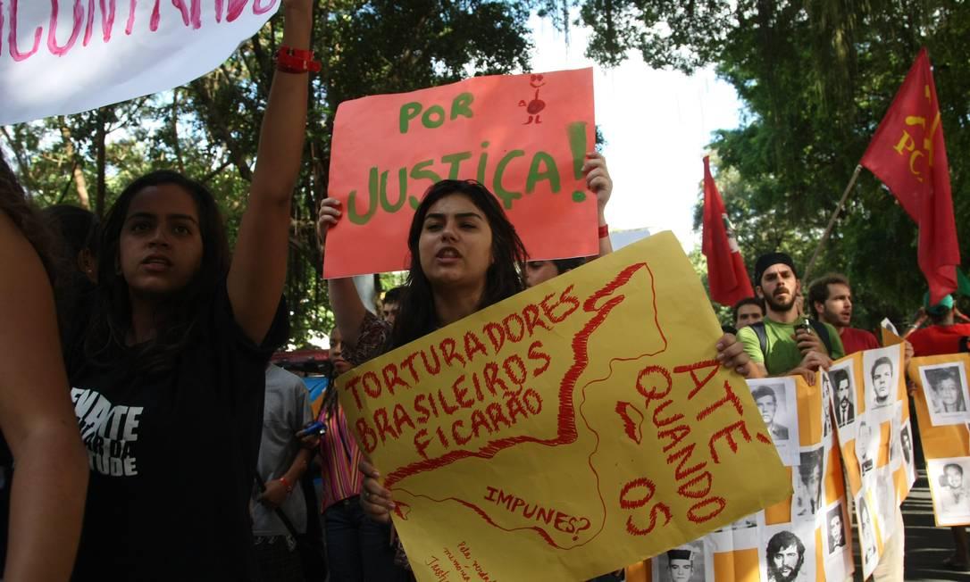 Manifestantes pediram punição aos torturadores da ditadura Agência O Globo / Eduardo Naddar