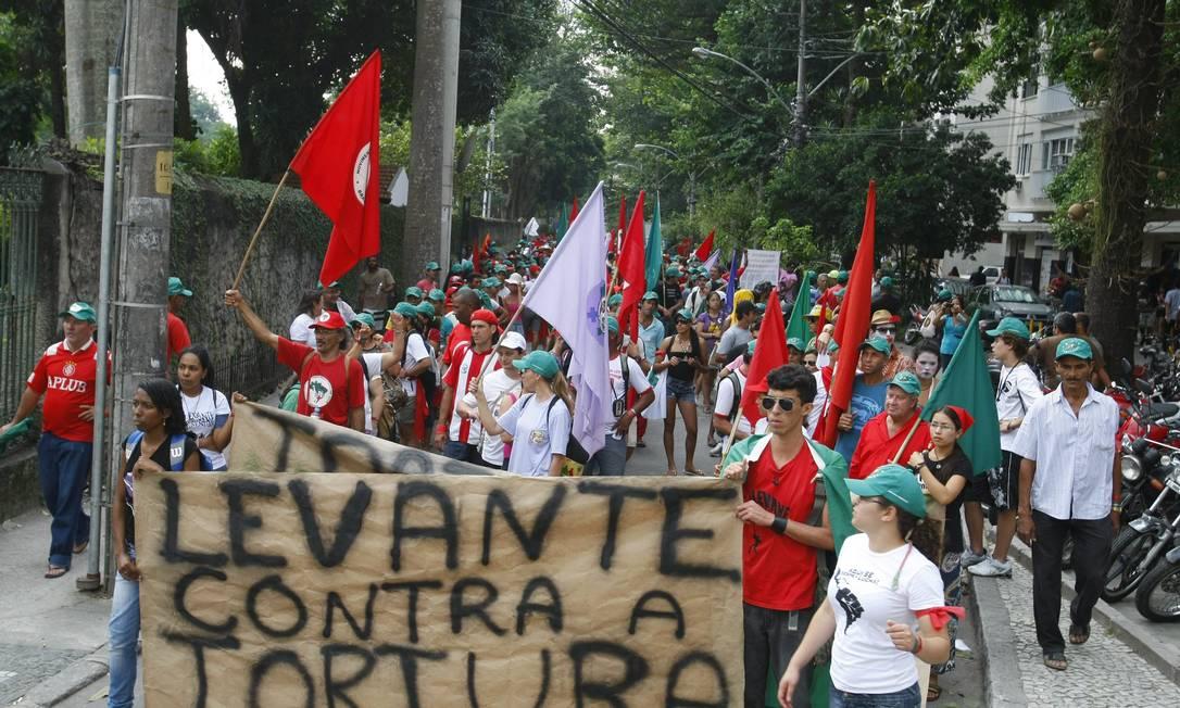 Passeata passou por algumas ruas da Urca Agência O Globo / Eduardo Naddar