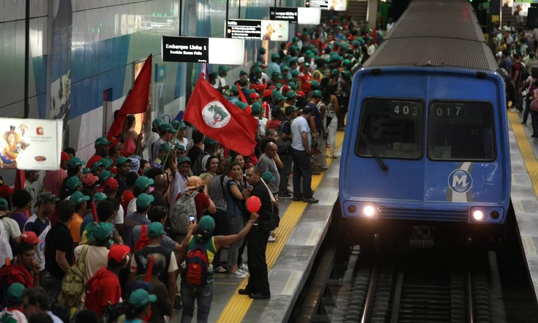 Ao término do protesto, manifestante voltaram de metrô Agência O Globo / Eduardo Naddar