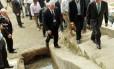 O prefeito de Nova York, Michael Bloomberg, subiu escadarias do Morro da Babilônia em visita à comunidade