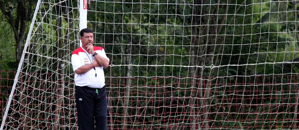 Joel testou Hernane no lugar de Diego Maurício no ataque do Flamengo Foto: Ivo Gonzalez / O Globo