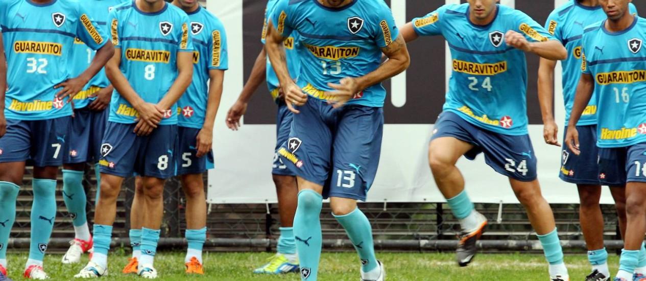 Loco Abreu no treino do Botafogo nesta quarta Foto: Cezar Loureiro