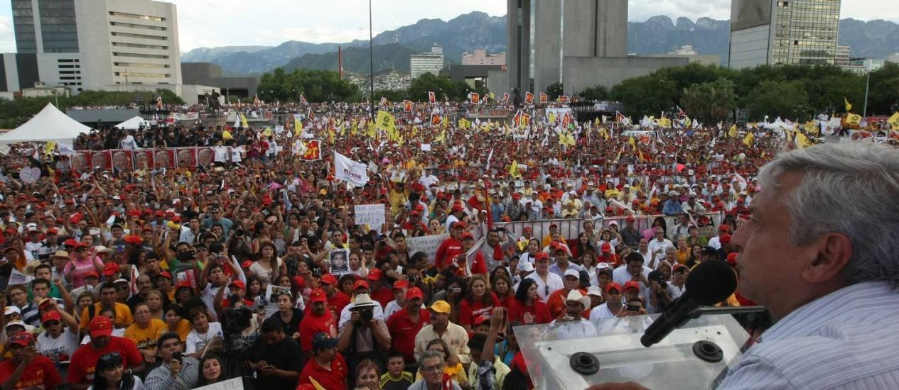 O candidato Andrés Manuel Lépez Obrador durante ato de campanha em Monterrey, nesta quarta-feira Foto: Julio Cesar Aguilar/AFP